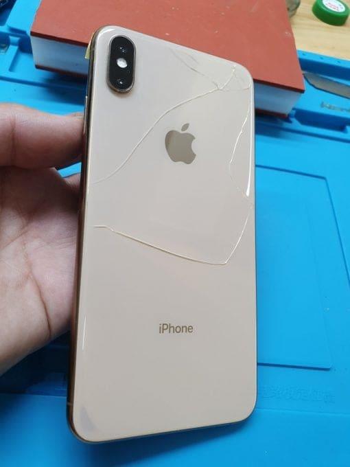 iPhone X vỡ kính lưng