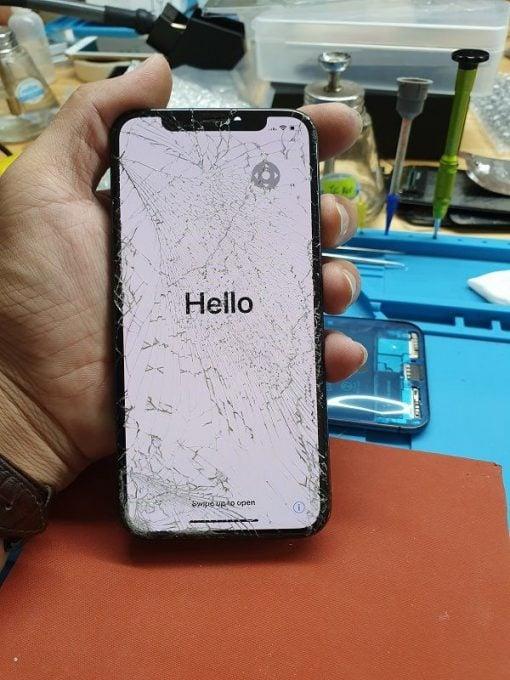 iPhone XS vỡ mặt kính