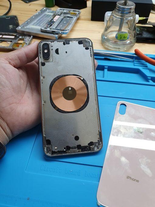 tháo mặt kính sau iphone xs max bị vỡ